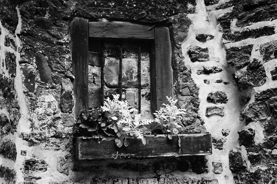 Kinnimüüritud aken